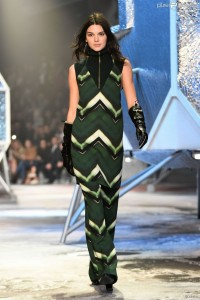 1751398-kendall-jenner-defile-pour-h-amp-m-950x0-2